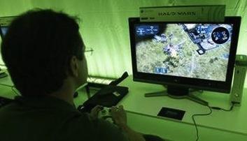 man playing halo wars