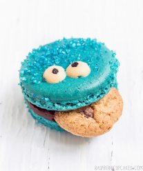 cookie-monster-macarons