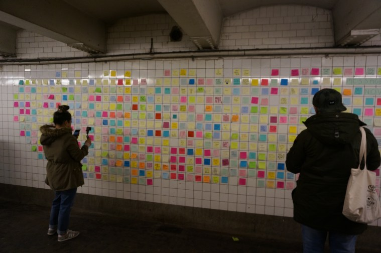 subway-therapy-post-it-post-election