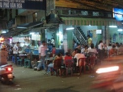 eating-saigon-street-food