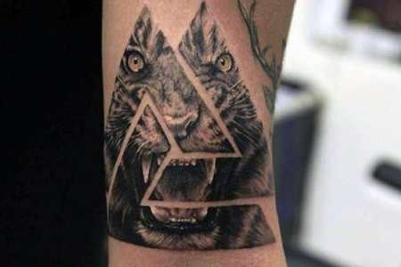 roaring lion triangle tattoo on hands for men
