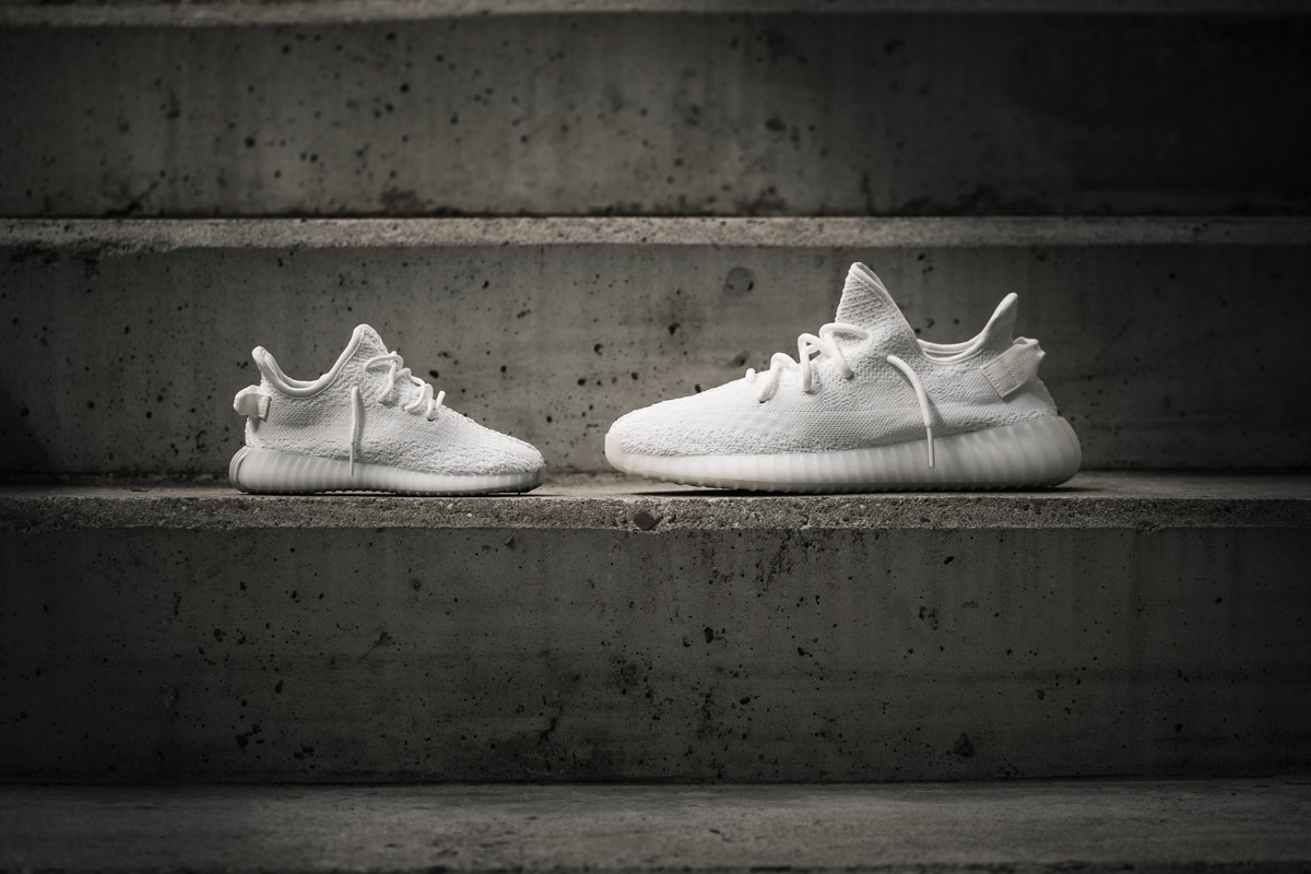 adidas-yeezy-boost-350-v2-cream-white-foot-05