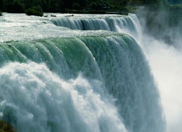Niagara-Falls-close2-horiz-800px