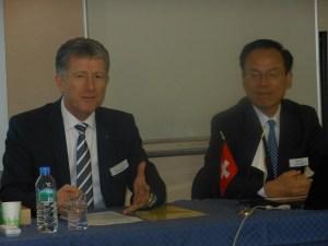ミューラーCEO(左)と宮﨑社長
