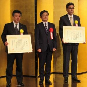 山田仁課長(中央)と、五日市昭氏(左)、井原和広氏