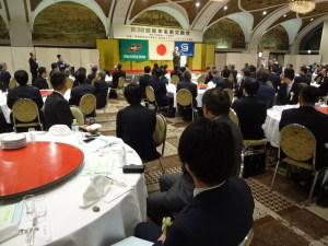 来賓、組合員、関連業者ら約180人が新年を寿ぐ
