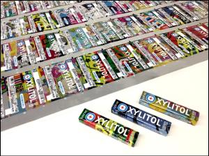 今回受賞した「キシリトールガム<Xミント>」と、200万種以上のデザインが印刷されたパッケージフィルム