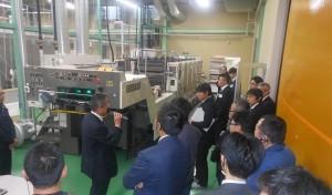 三菱重工製の菊半裁UV6色印刷機