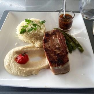 Pavé de thon rouge, purée de choux fleur au wasabi, riz parfumé @ Cafe Du Port, Sainte-Marine