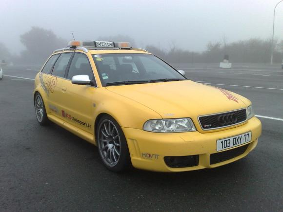 B5 Audi RS4 Avant Safety Car - Yellow