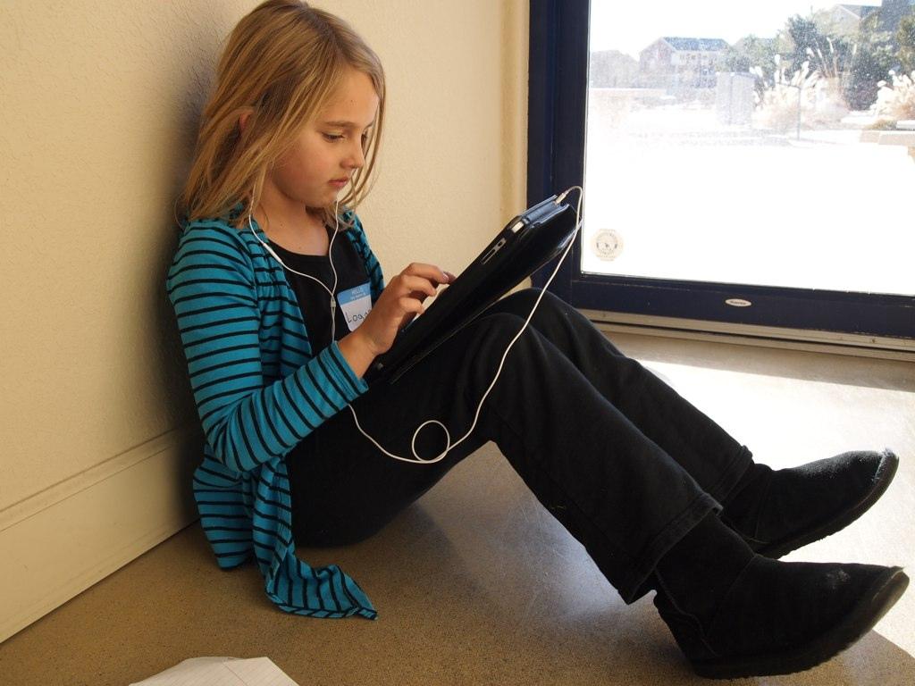 girl with iPad