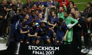 1495677918_manchester-united-europa-league-final-trophy-ajax