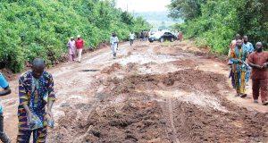 Monarch, community repair damaged Lagos- Iwo-Osogbo Road