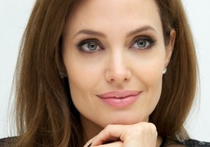angelina-jolie-parenting-21may14-04