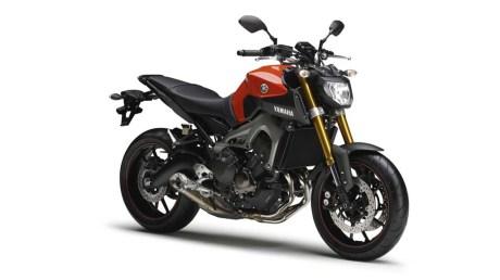 061113-2014-Yamaha-MT-09-EU-Blazing-Orange-Studio-001