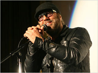 Dylan U2 producer Daniel Lanois injured in accident