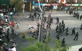 G20 police charge peaceful protest on Queen at Spadina