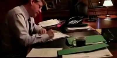 Stephen-Harper-working-hard