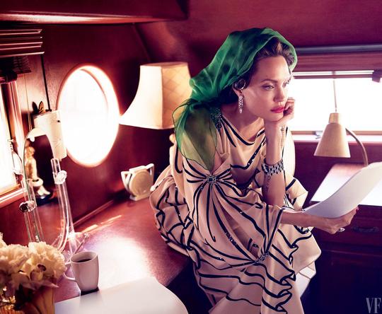 Angelina Jolie tâm sự về bệnh tật, làm mẹ đơn thân - Ảnh 2.