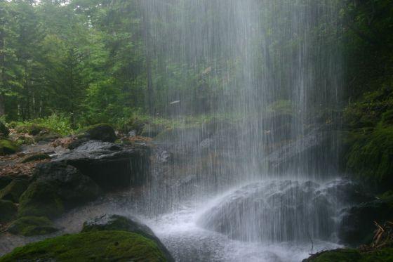 山彦の滝 滝の裏側からの眺め