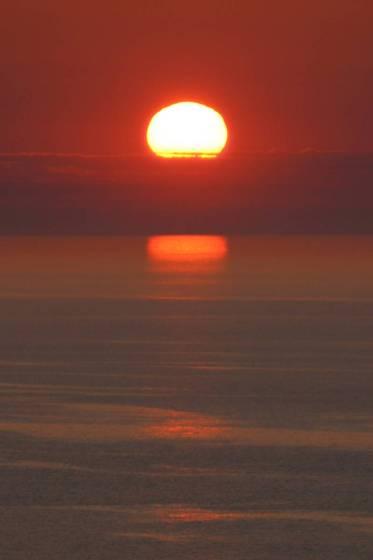 斜里町ウトロの海岸から見た夕陽4