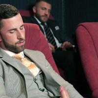 [Men At Play] Sunny Colucci y Emir Boscatto se follan en la sala de Cine-X 4