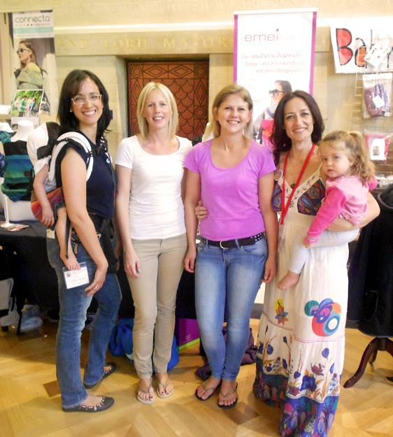 En la foto con Elena López, Daniela Eberhart (a su derecha) y una de sus colaboradoras.