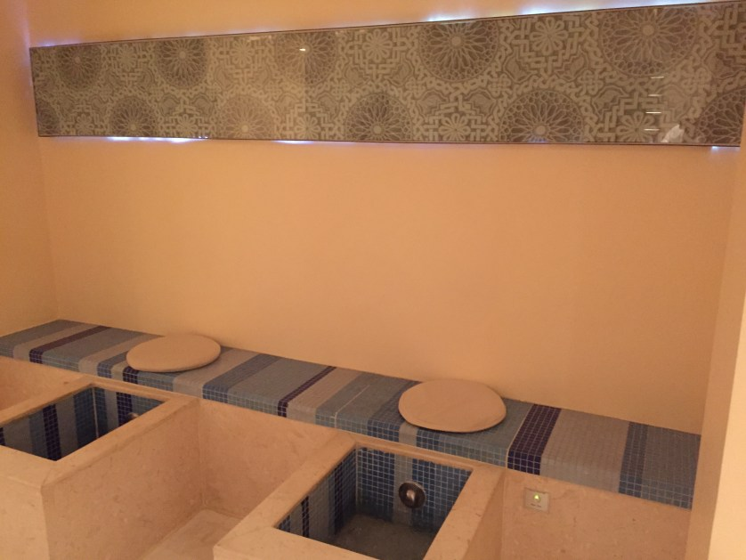 Review hilton luxor hotel no mas coach for Luxor baths