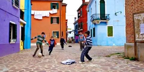 Burano, bambini che giocano a calcio; children playing soccer