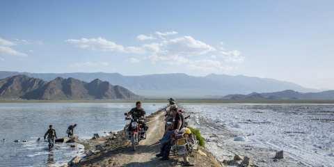 KC01T lago barkol lavoratori  che estraggono magnelite