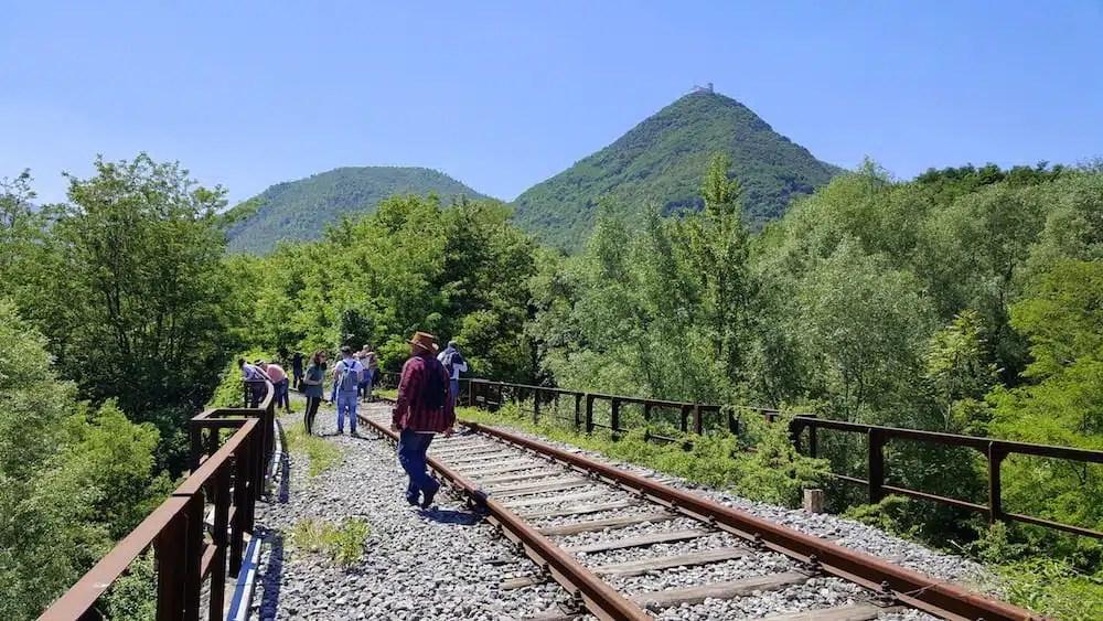 Sognando la ferrovia: viaggio in Irpinia sul treno della speranza