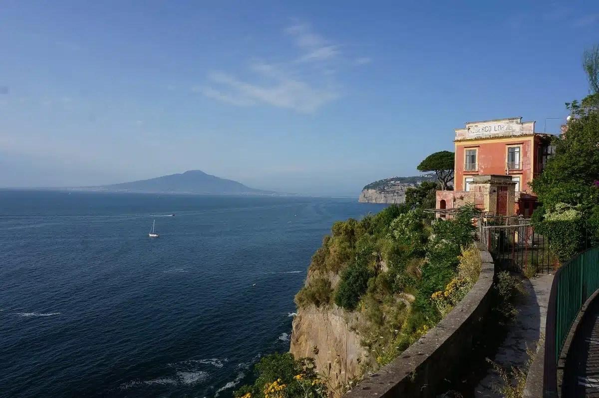 Penisola Sorrentina: tra chiese e spiagge in uno degli angoli più belli d'Italia