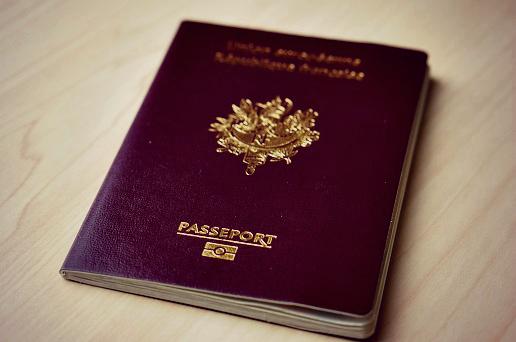 passeport français dusk