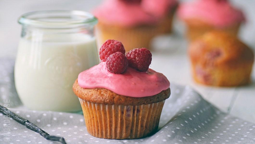 02_raspberry_vanilla_cupcakes