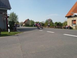 Lukas mit seinen Verfolgern auf dem Weg zur ersten Platzierung.