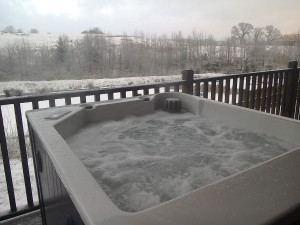 winter-hot-tub-1