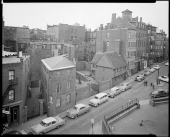 Pierce Hichborn House and Paul Revere House in 1950s by Leon H. Abdalian (Courtesy of Boston Public Library)