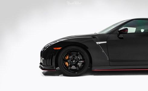 Nissan-GT-R-NISMO-New-Car-Detail-photo-studio-side-profile