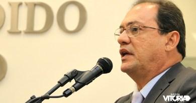 Edmo descarta retirada de pré-candidatura, mas confirma diálogo com Henrique
