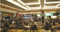 Em Goiás, jovens invadem universidade e praça de alimentação de shopping para evangelizar