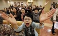 Grupo cristão se reúne em oração contra show da cantora Lady Gaga