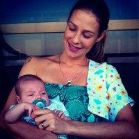 Atriz Luana Piovani revela ser evangélica, anuncia casamento e faz planos de batizar filho recém-nascido