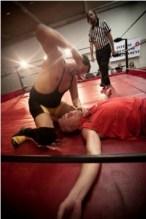 Igreja evangélica cria organização de luta profissional com campeonatos dentro do seu templo