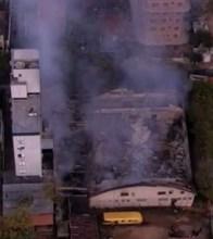 Incêndio de grandes proporções destrói templo de igreja evangélica em Porto Alegre