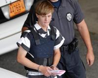 """Atirador que matou nove fiéis em igreja diz que """"quase desistiu"""" do crime pois havia sido bem recebido"""