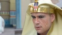 Pragas do Egito levam Os Dez Mandamentos à liderança e Record vence a Globo pela primeira vez