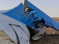 Estado Islâmico assume autoria de atentado que derrubou avião com 217 pessoas a bordo