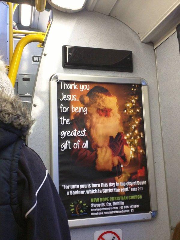 Para divulgar sentido do Natal, igreja cria anúncio em que Papai Noel ora a Jesus em gratidão