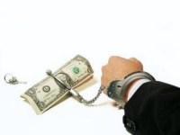 """Pastor orienta cristãos a escolherem Deus acima do """"perigoso"""" dinheiro: """"Ele pode matar"""""""