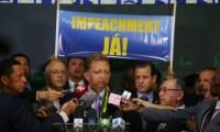 Bancada evangélica anuncia apoio ao impeachment de Dilma, mas admite que há indecisos